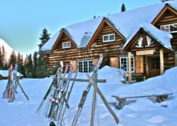 Skoki Lodge in the winter