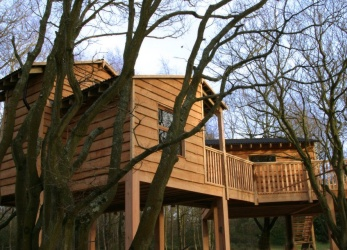 Into the woods treehouse on the isle of white off the for Woods bathrooms isle of wight