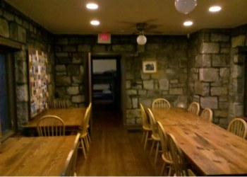 Bears Den Rocks Hostel