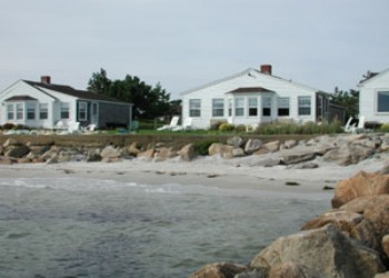 CapeCodLighthouseCottages.jpg (350�250)