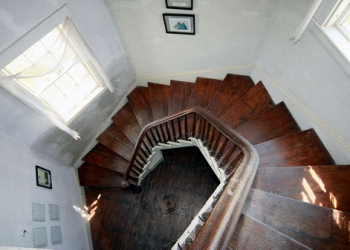 Wings_Neck_Lighthouse_Stairs.jpg (350�250)